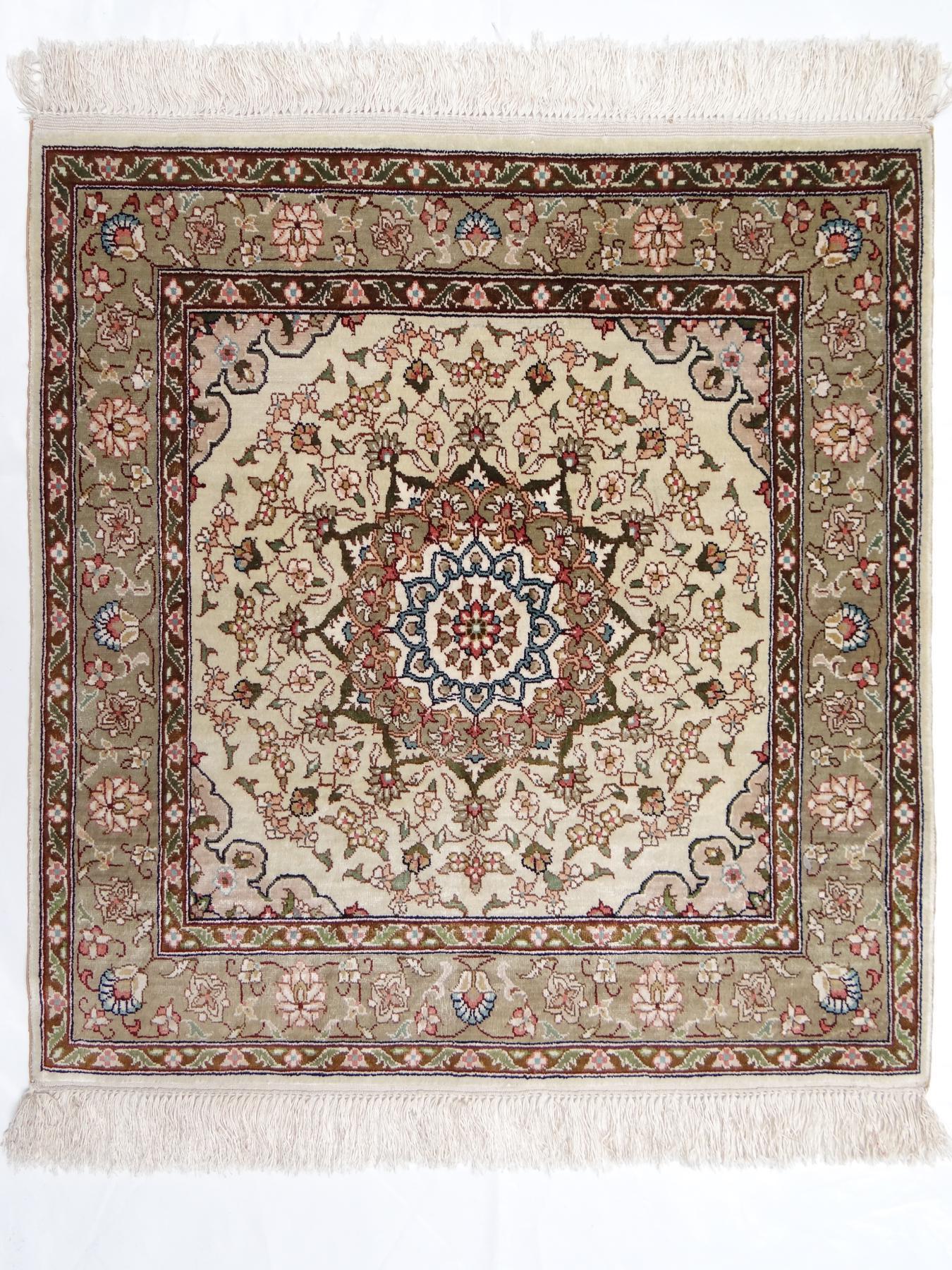 Turkestan Soie Tapis Prestigieux N 33149 62x60cm