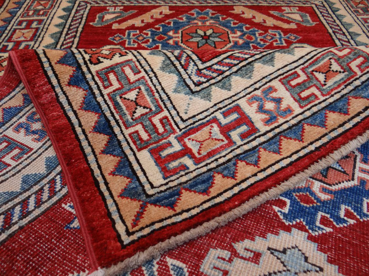 ghazni fin tapis ghazni kazak n 2480 137x88cm. Black Bedroom Furniture Sets. Home Design Ideas